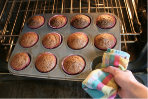 Chica and Jo Easy Way to Grab a Cupcake Pan